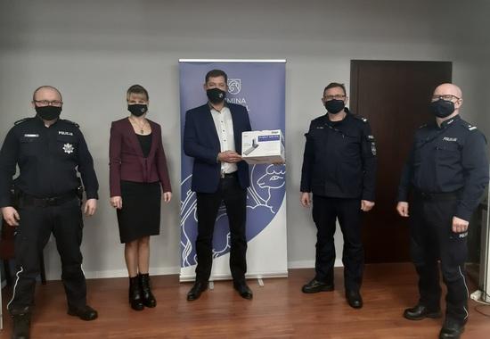 Galeria Wójt przekazał narkotesty KPP w Kępnie